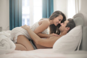 Как должна вести себя жена с мужем в постели