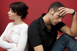 Как ведет себя мужчина когда не хочет показывать чувства