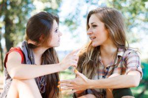 Девушка предлагает дружбу
