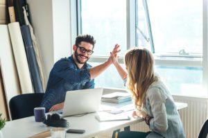 Как понять что ты нравишься мужчине коллеге по работе