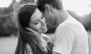 Как узнать любит ли женщина