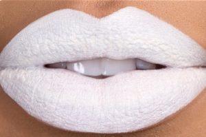 белая помада для губ