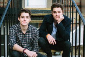 Возвращаются ли парни близнецы