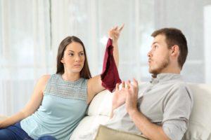 Как ведет себя женщина после измены
