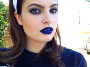 синяя помада для губ