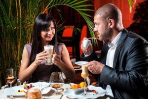10 признаков того что мужчина влюблен