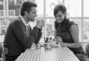 Как стать приятной в общении