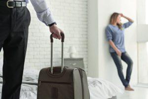 Почему мужчина не забирает свои вещи