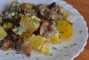 Жаркое с куриными сердечками и картофелем