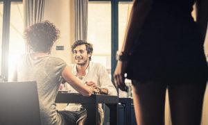 Как мужчина проверяет женщину