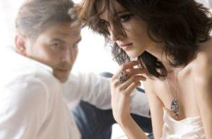 Как мужчина скрывает свою любовь к женщине