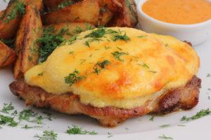 Свинина запеченная в духовке с сыром