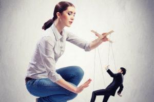 Как манипулировать женщиной