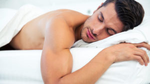 Почему когда мужчина спит у него стоит