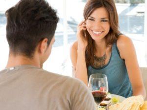 Если мужчина улыбается при встрече