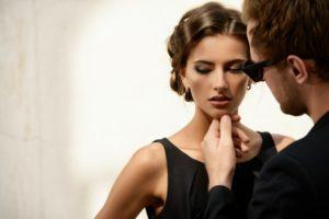 Женщины манипулируют мужчинами