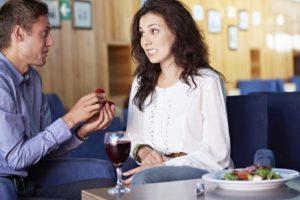Как намекнуть парню на свидание