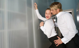 Жена изменяет на работе